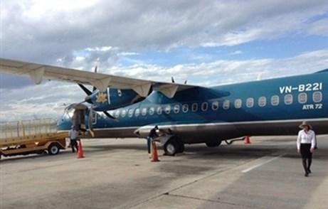 Tự mở cửa thoát hiểm máy bay, hành khách bị phạt 15 triệu