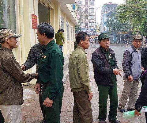 tôn cứa cổ, cựu chiến binh, Hà Nội, Tòa án nhân dân, quận Hoàng Mai