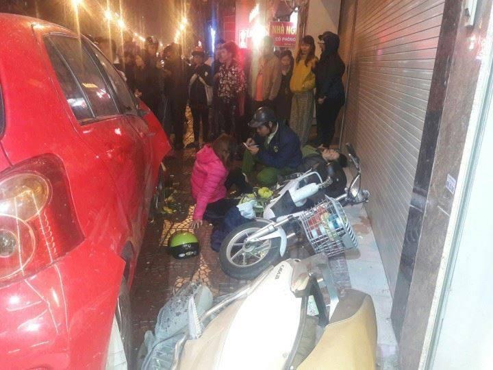 Hà Nội: Ô tô đâm điên loạn, nhiều người bị thương
