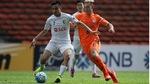 """Hà Nội FC thoát thua trên đất Malaysia sau trận """"thủy chiến"""""""