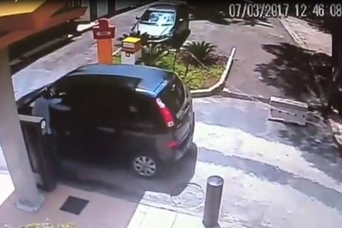 Liều lĩnh cạy cửa ô tô cướp đồ và cái kết đắng