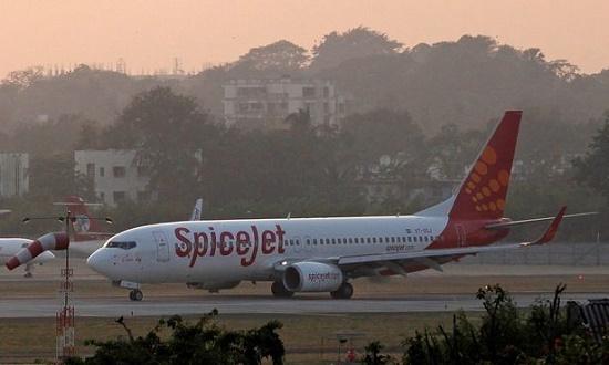 Máy bay bất ngờ hạ cánh vì mùi hôi thối từ nhà vệ sinh