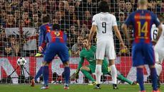Quay chậm quả penalty tranh cãi của Barca