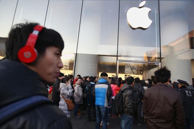 Apple tại Trung Quốc: Muốn qua sông thì phải lụy đò