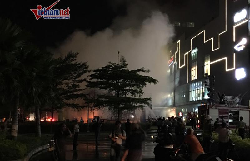 Cháy sân khấu 1 tỷ lễ ra mắt bom tấn 190 triệu đô tại TP.HCM