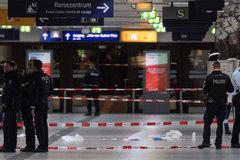 Tấn công kinh hoàng bằng rìu ở ga tàu Đức