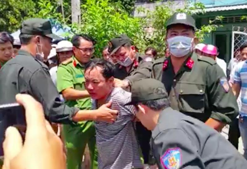 phòng tư pháp, huyện Trà ôn, Trà Vinh, trưởng phòng bị đâm, trọng thương, cố thủ