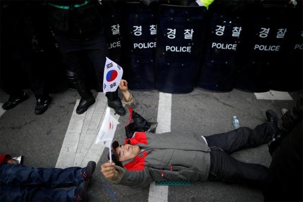 Biểu tình rầm rộ ở Seoul, 2 người chết