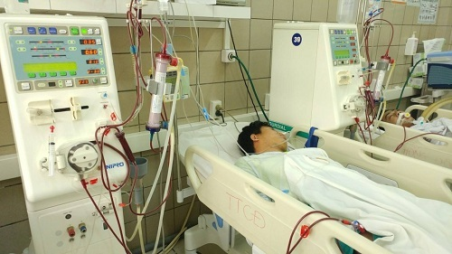 Hà Nội: 7 sinh viên nguy kịch vì uống rượu chứa methanol - ảnh 1