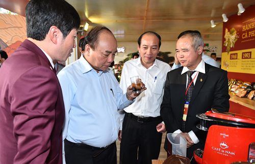 Thủ tướng thưởng thức cà phê tại Đắk Lắk