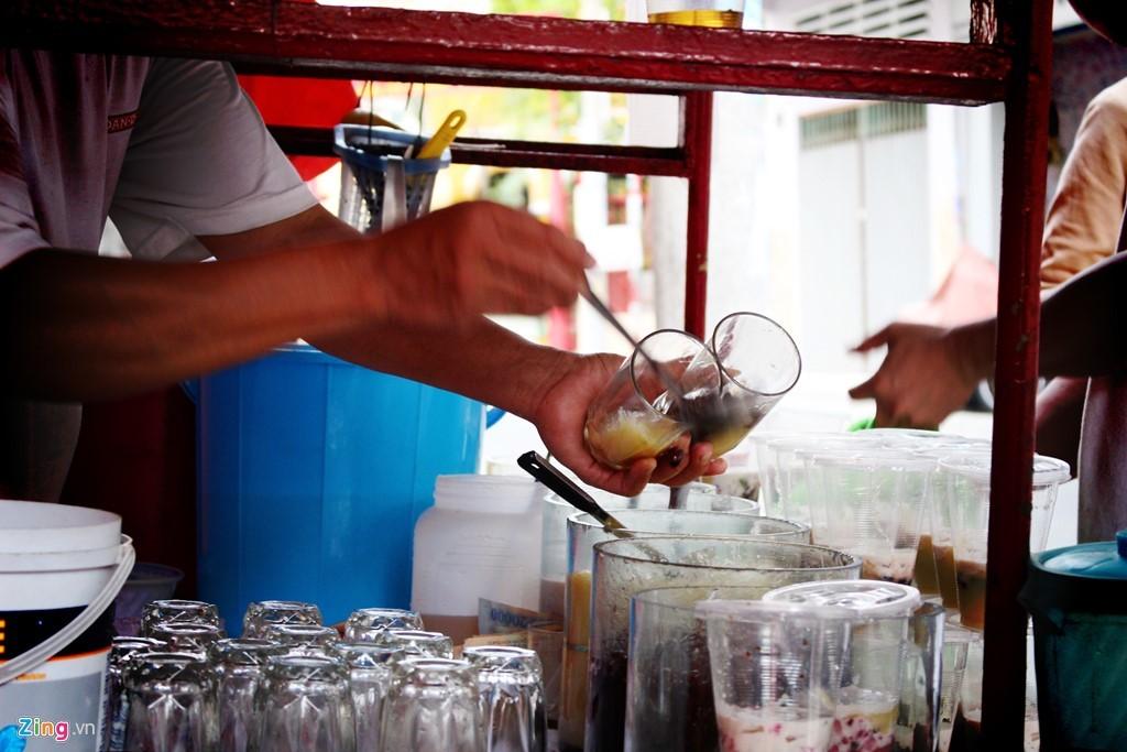 Những hàng quán nổi tiếng 'chảnh' mà vẫn đông khách ở Sài Gòn
