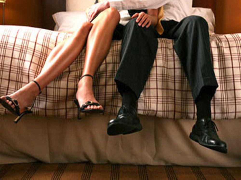 bạn thân, khách sạn, ngoại tình, nhà nghỉ, bác sĩ, hôn nhân, gia đình
