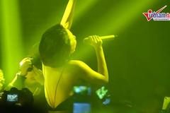 Tóc Tiên mặc sexy quậy tưng bừng sân khấu
