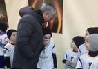 """Mourinho hành động không ngờ """"đốn tim"""" fan hâm mộ"""