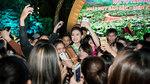 Người đẹp Ngọc Vân bị 'bao vây' ở lễ hội cafe