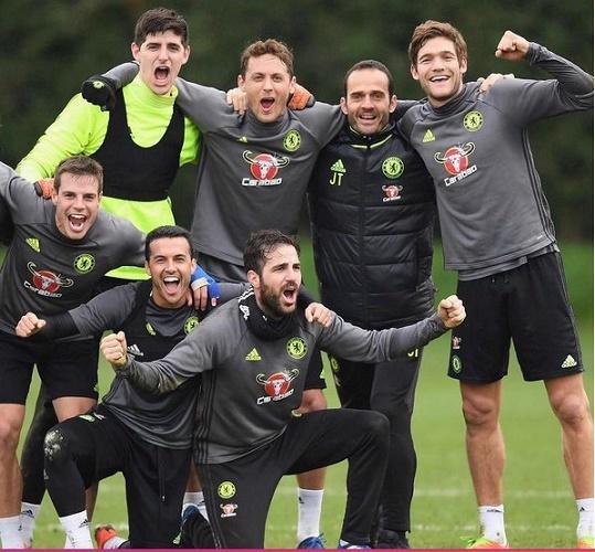 Costa chửi Cesc 'khốn nạn', Ibra gây sức ép Mourinho và MU