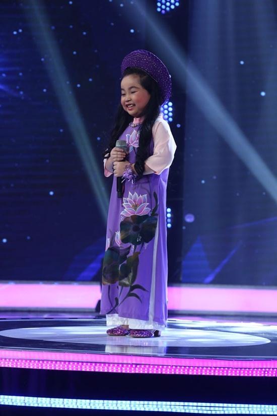Quang Linh phấn khích vì bé gái 8 tuổi giống hệt NSND Thu Hiền