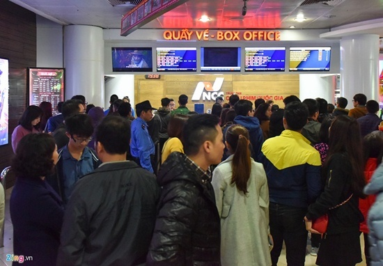Khán giả chen chân mua vé 'Kong: Đảo đầu lâu' ngày cuối tuần