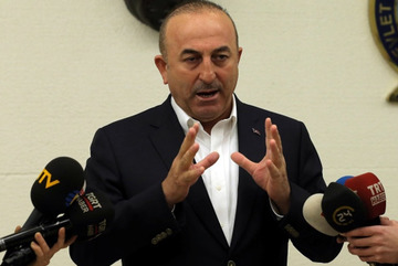 Hà Lan và Thổ Nhĩ Kỳ 'ăn miếng trả miếng'
