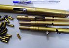 Công nhân bị súng bút bi bắn thủng tay lúc chích cá