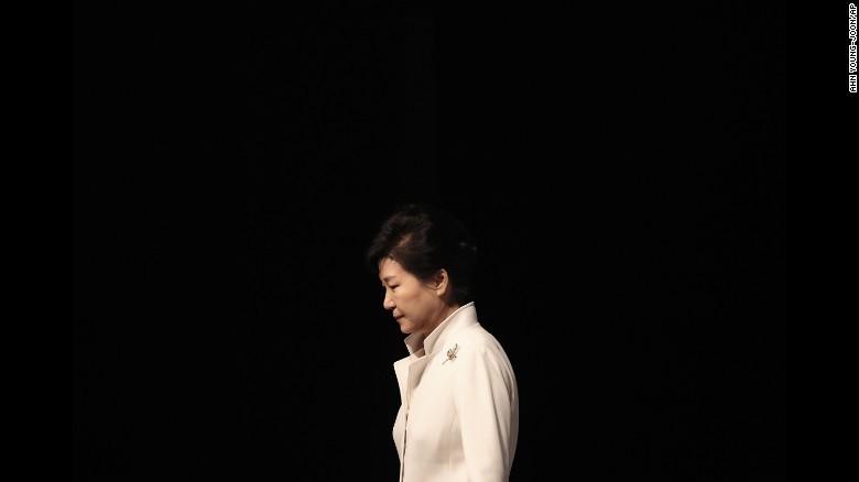 Cựu nữ tổng thống Hàn Quốc lên tiếng xin lỗi