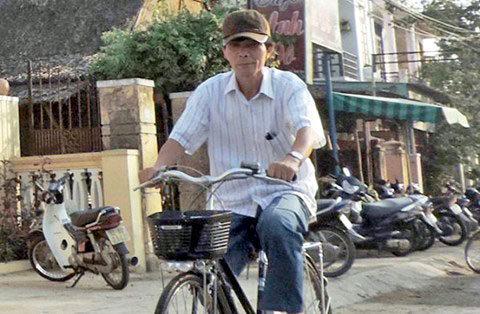 Chuyện ông bí thư đạp xe, bị nghi giả nghèo