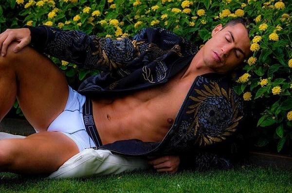Vì sao sắp cưới, Ronaldo vẫn nhờ người mang thai hộ?