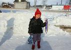 Bé gái 4 tuổi một mình băng rừng cứu bà