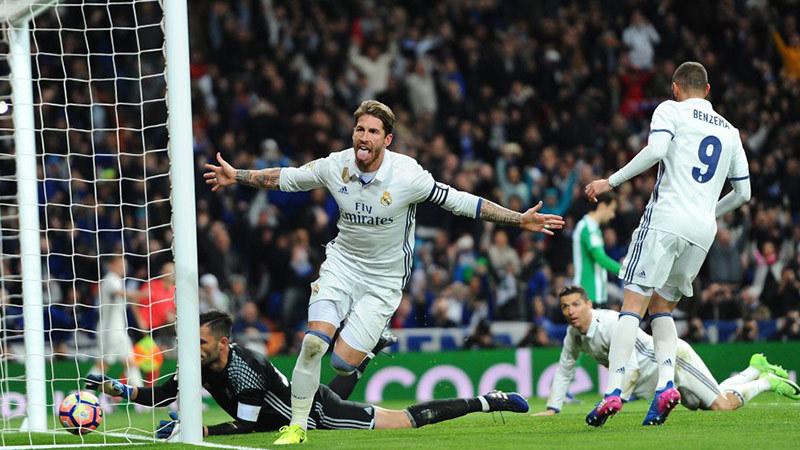 Sergio Ramos: May mà không đến MU!