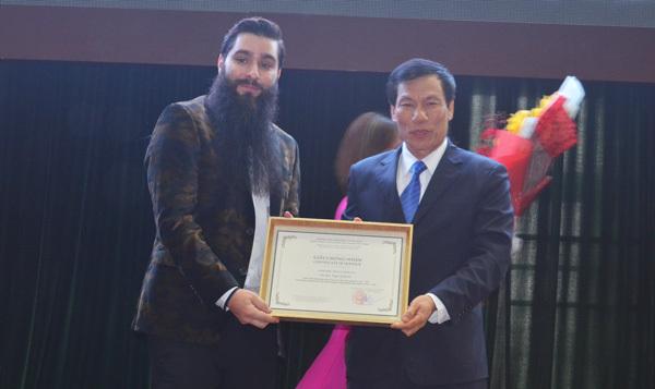 Đạo diễn 'Kong: Skull Island' muốn khán giả ngạc nhiên về cảnh sắc Việt Nam