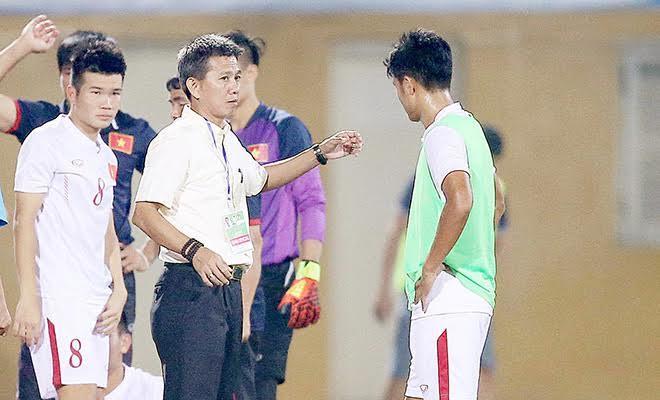 U20 Việt Nam gom quân dự U20 World Cup: Hãy cắp cặp mà học Kiatisak