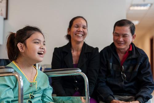 'Phép màu' tế bào gốc cho cô bé bại não 11 tuổi