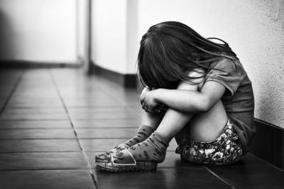 Bé gái 14 tháng tuổi bị xâm hại và sự im lặng đáng sợ của bà nội