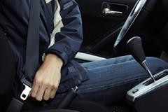 Từ 1/1/2018, ngồi ghế sau ô tô không thắt dây an toàn sẽ bị phạt