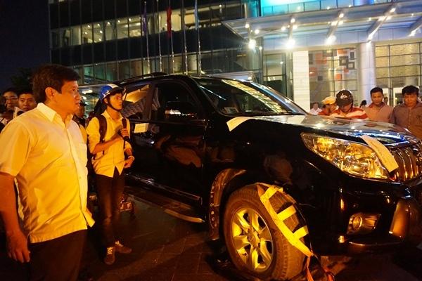 Ông Đoàn Ngọc Hải lái xe riêng đi xử lý hơn 100 ôtô đậu vỉa hè