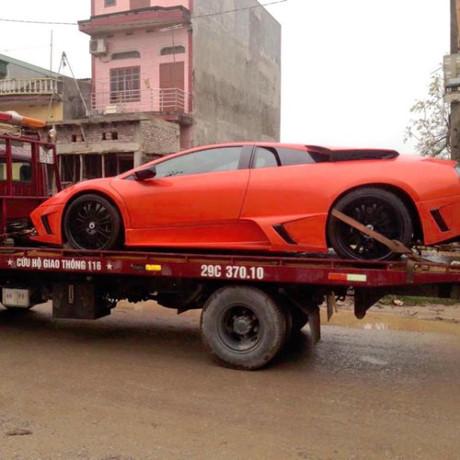 Siêu xe Lamborghini Murcielago tiền tỷ 'vứt xó' ở Hà Nội