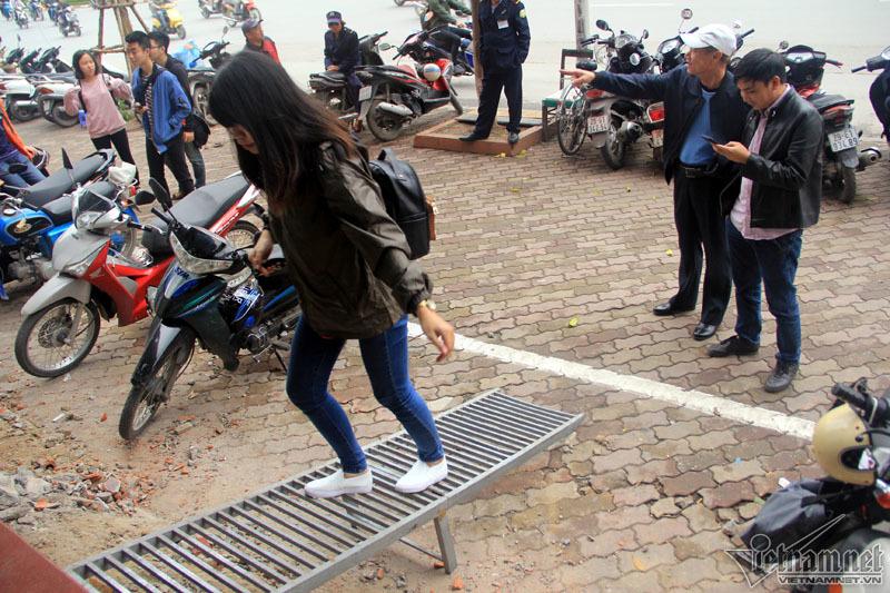 Hà Nội: Căng thẳng khoan, phá bậc tam cấp