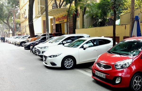 Gửi xe ô tô, vỉa hè, Hà Nội đòi lại vỉa hè, cấm ô tô, đi ô tô, mua ô tô