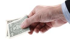 Có nên thuê xã hội đen đòi nợ?