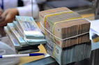 Bắt nhân viên ngân hàng lừa đảo 1 tỷ đồng