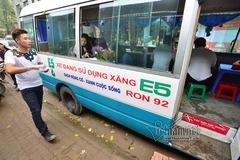 Độc, lạ quán bún trong xe khách ở Hà Nội