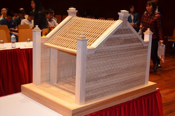 Mô hình cổng làng Mông Phụ, kiến trúc sư Ejima Akiyosh