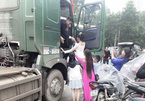 Đám cưới ở Yên Bái rước dâu bằng dàn xe tải hạng nặng