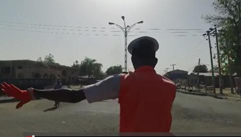 Xem cảnh sát nhảy Michael Jackson điều khiển giao thông