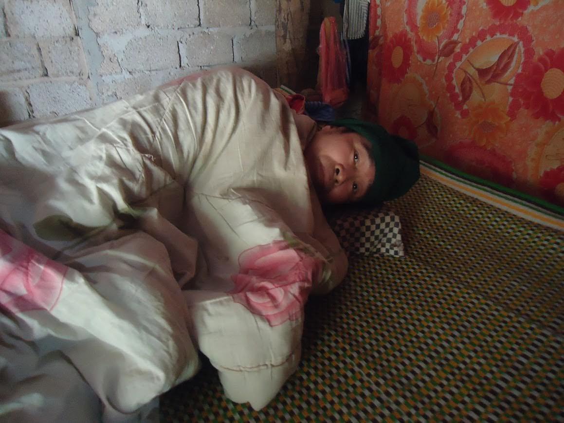 Xót xa đôi vợ chồng nghèo bệnh nặng ôm nhau chờ chết