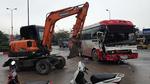 Quảng Ninh: Xe khách lao vun vút húc văng xe 5 tấn