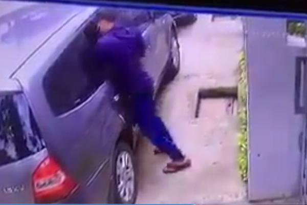 Táo tợn đập vỡ kính ôtô, trộm đồ trong vài giây