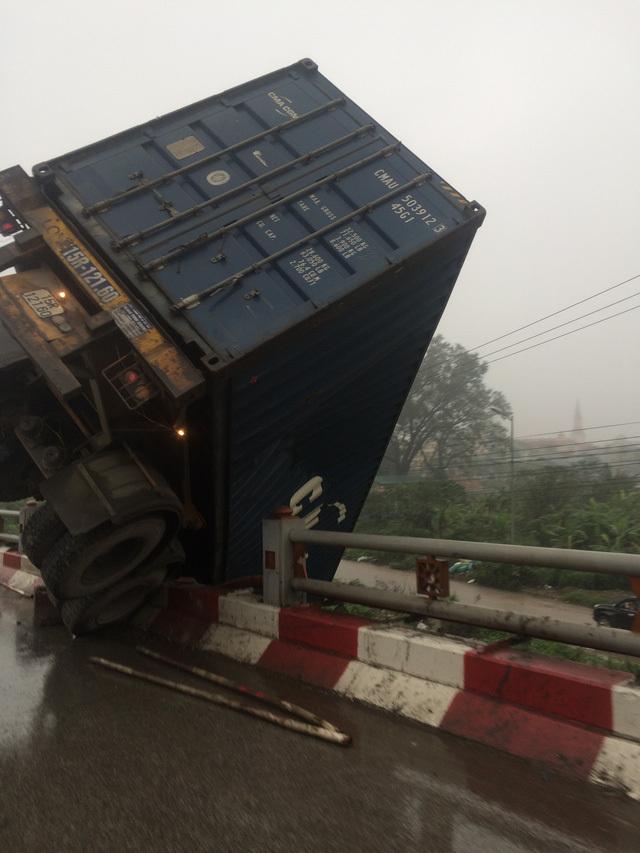 Tai nạn giao thông, tai nạn, ô tô gặp nạn, cầu Thanh trì