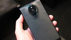 Siêu smartphone giá 320 triệu đồng ế khách