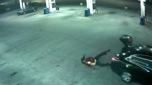 Cô gái liều mình nhảy khỏi cốp xe sau khi bị bắt cóc
